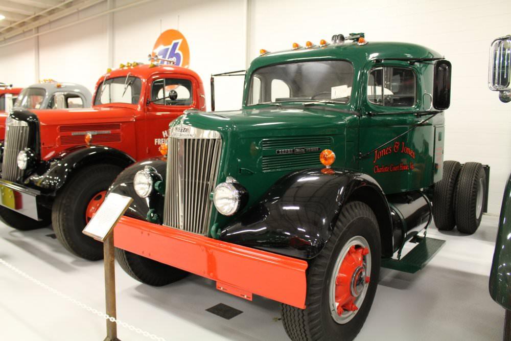 1952-White-Superpower-WC-22-PLT-Sleeper-truck